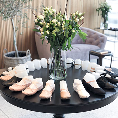 e9f0073a4e7 Vi har Nordens største butik og lager indenfor ballet. Balletbutikken har  åbent i den fysiske butik på Skanderborgvej 107 B, ...